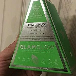 Glam glow powder mud duoclenz treatment